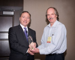 Jim-Hanson-Accepts-INDA-Lifetime-Service-Award-Oct-21_14-INSIGHT_web
